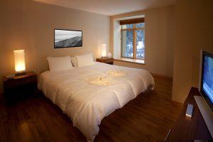 108-master-bedroom-Caven-300x200.jpg