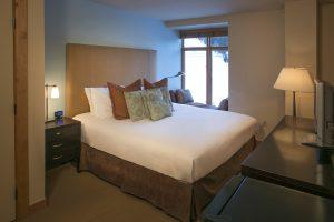 306-Caven-bedroom-2018-300x200.jpg