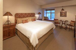 402-bedroom-caven-10.2018-300x200.jpg